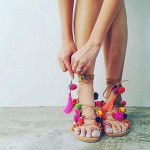 Модные тенденции. Украшения с помпонами для женщин